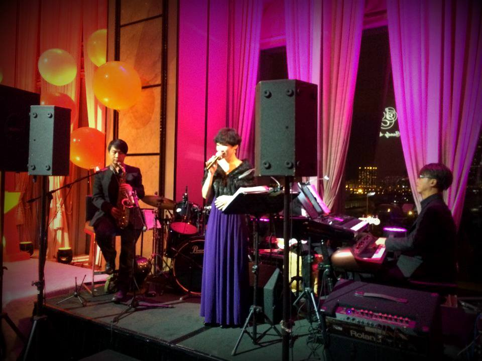 Unison Production Live Music band performance - Singing performance during dinner reception Nov14
